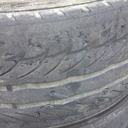 磨り減ったタイヤ