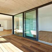 Schiebetüren, moderne Architektur, Holzterrasse