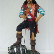 figura de pirata con sable
