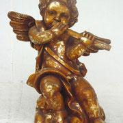 ángel de pie con flauta