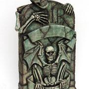 lapida con esqueleto
