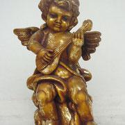 ángel de pie con trompeta
