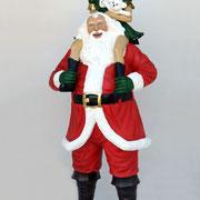papá noel con elfo subida a hombros