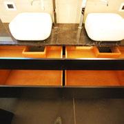 Mobile bagno. Particolare cestoni