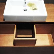 Mobile in listellare impiallacciato rovere spazzolato. Designer SPF – Architetti Associati Roma