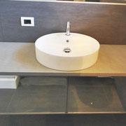 Mobile bagno con frontale a specchio. Rep. San Marino