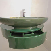 Mobile lavello sospeso in legno laccato verde. Cassetto centrale