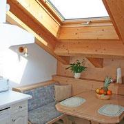 Küche mit Sitzecke in Ferienwohnung 6 + 7
