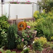 Dekoratives Wasserrad für den Außenbereich