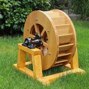 Kleines Wasserrad für den Außenbereich