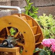 Dekoratives Wasserrad für den Außenbereich, im Detail