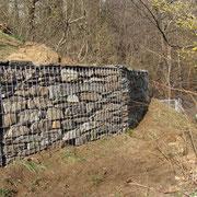 Muro a secco con gabbie metalliche