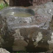 白鷹石水鉢