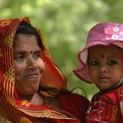 Mère admirative, Nord de l'Inde (348)