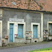 (1437) Goussainlivres (Mais depuis quand les livres sont à l'extérieur?)