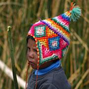 (2707) Enfant sur le lac Titicacca