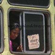 Fille dans un bus, Nord de l'Inde (328)