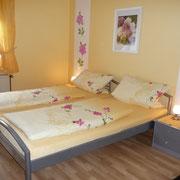 Ferienwohnung Julia - Doppelbett (trennbar mit Mittelkonsole) 200 x 180 cm