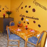 Ferienwohnung Silvia - Küche mit Esstisch und kl. Balkon