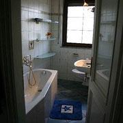 Ferienwohnung Melinda Toscana - Bad mit Badewanne und Duschmöglichkeit