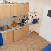 Küche mit Microlwelle, Backofen, Herd, Radio