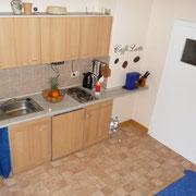 Ferienwohnung Silvia - Küche mit Microlwelle, Backofen, Herd, Radio