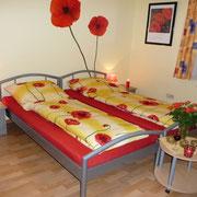 Doppelbett (trennbar mit Mittelkonsole) 200 x 180 cm