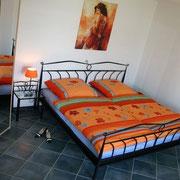 Ferienwohnung Melinda Toscana - Schlafbereich mit Doppelbett 180 x 200 cm