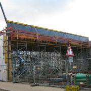 09.01.2019 Die Brücke, die das neue Parkhaus mit dem Dach der Stadtgalerie verbindet, wir gebaut. Darunter wird sich später die neue Museumshalle befinden.