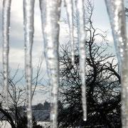 Eiszapfen am Wintergartenfenster