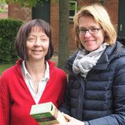 Christiane Sturm und Marlitt Quistorf auf dem Pflanzenmarkt