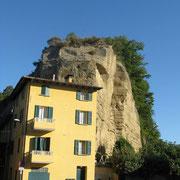 Livergnano, casa nella roccia. Foto di Patrizia Piana