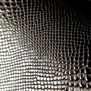 Schlangenleder mit erhöhter Oberfläche