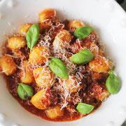 Gnocchi mit Ragù alla bolognese.