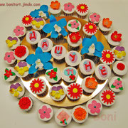 """Маффинсы ванильные с ягодами и сырным кремом """"Цветы"""". 43 шт"""