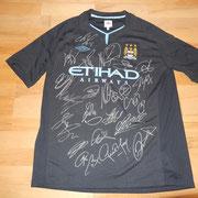 signiert von der ganzen Mannschaft: Wayne Bridge, Carlos Tevez, Kun Agüero etc.