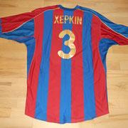 #3 - Andrej Xepkin - Der Spieler ist 2,06 m gross, das Trikot ein XXXL !