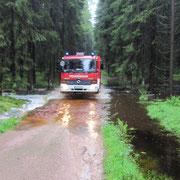 Die Anfahrt war sehr schwierig, da die Wege aufgeweicht waren und zum Teil überschwemmt waren.
