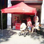 Am Stand der Sparkasse Vogtland gab es Popcorn, ein Glücksrad und einen heißen Draht mit vielen tollen Preisen.