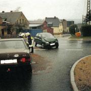 auslaufende Betriebsmittel nach einem Verkehrsunfall in Schnarrtanne                                             Foto: B.Seidel