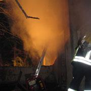 auch von der Rückseite war es nur schwer möglich an den Brandherd zu gelangen