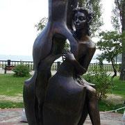 Девушка с конрабасом Таганрог