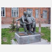 Памятник Гагарину и Королеву в Таганроге