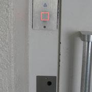 Außentableau und Abdeckung nach erfolgter Modernisierung der Schachttürverschlüsse