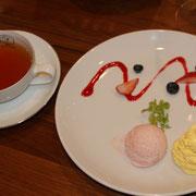 紅茶とジェラート マンゴーのエスプーマ添え