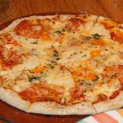 6種のチーズのピザ