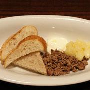 パン(鶏レバー、林檎、フロマージュブラン添え)