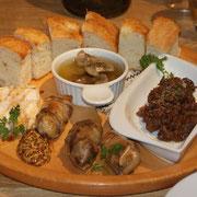 前菜盛り合わせ(ソーセージ、鹿肉ラグー、砂肝など)