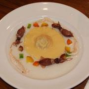 海鮮ラビオリ(サーモンとチーズ) ホタルイカ添え