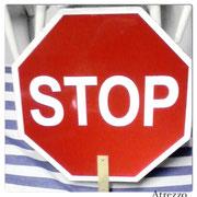 SIGNO STOP-GO DOBLE CARA / MEDIDAS: 60 CMS. DIAMETRO/ REF: VAR- 022 /  1 unidad  / Arriendo: $ 10.000 / Garantía: $ 40.000